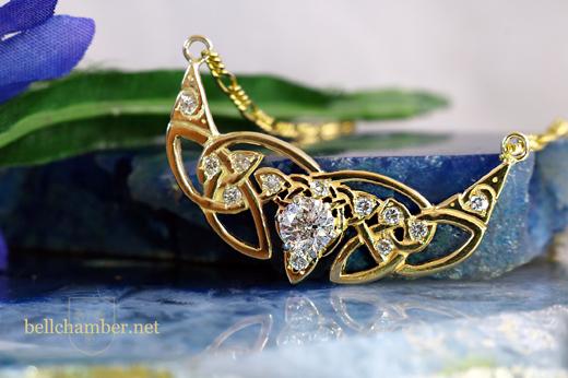 Crescent Triskele with large diamonds