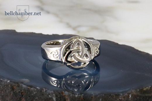 Circle Triquetra Ring